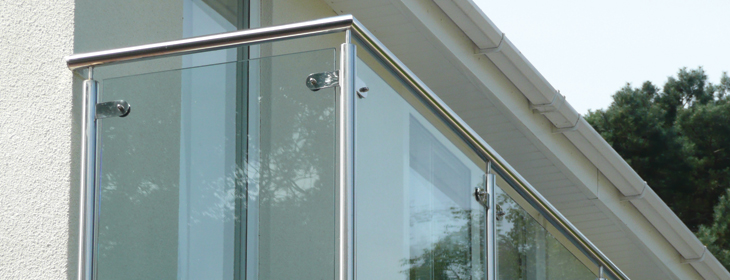 New stainless steel balcony balustrade to new con temporary dwelling in the south of England.